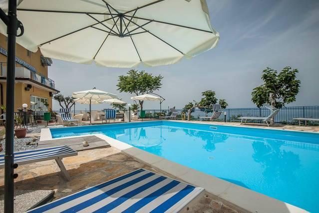 """Calabria Mare    Hotel Piccolo Mondo Offerta  2gg Pensione completa a soli € 99″Soggiorno Ponte del 2 Giugno""""   Mobile 3288068375"""